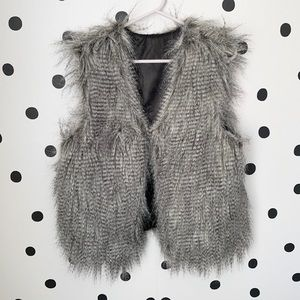 🔥30%OFF🔥EUC HOT KISS GREY/BLACK FUR VEST SIZE XL